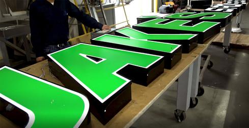 US-LED-Commercial-Signage-Fabrication.jp