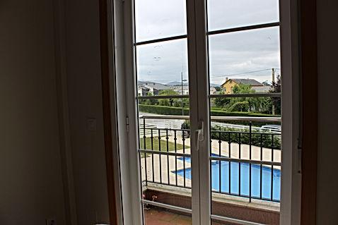 Balcón a la piscina CostaReinante Lua
