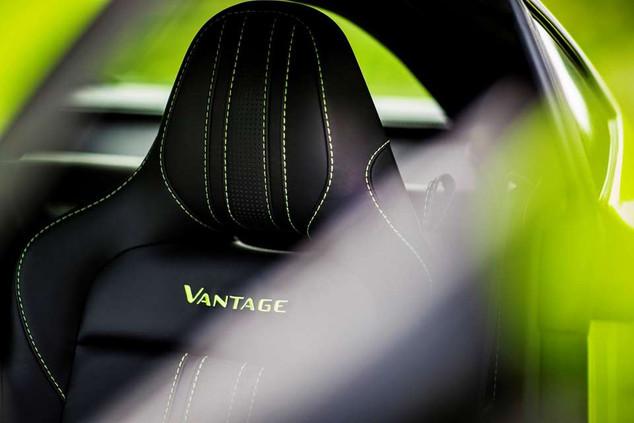 aston-martin-vantage_lime-essence_18-(la