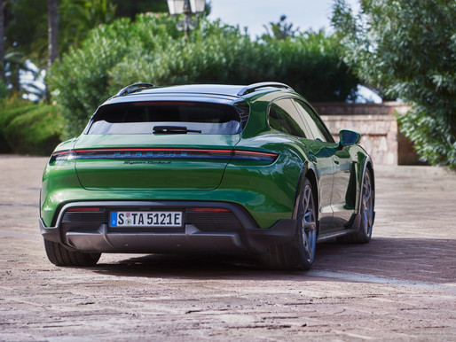 The world premiere of the Cross Turismo: the all-rounder among electric sports cars
