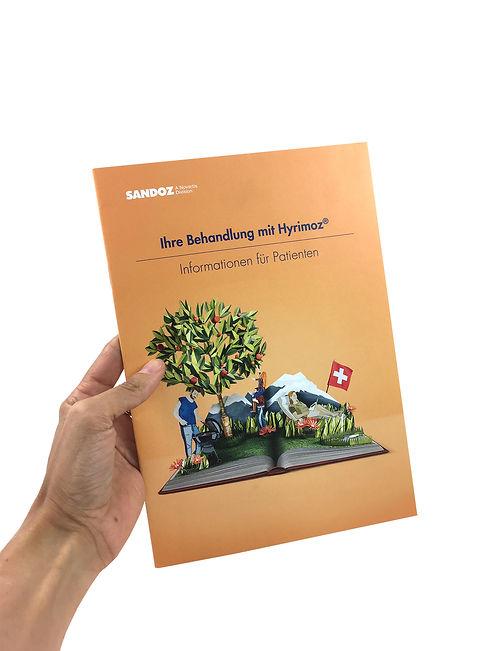 Dies ist eine Arbeit für Sandoz. Die Illustration besteht aus einem echten Buch auf welchem die Figuren 2D aufgestellt wurden.Der Baum besteht aus einem echten Zweig mitPapier umwickelt. MVMpapercuts, Berlin, Papierillustration, Papierkunst, Paperart, Martha von Maydell