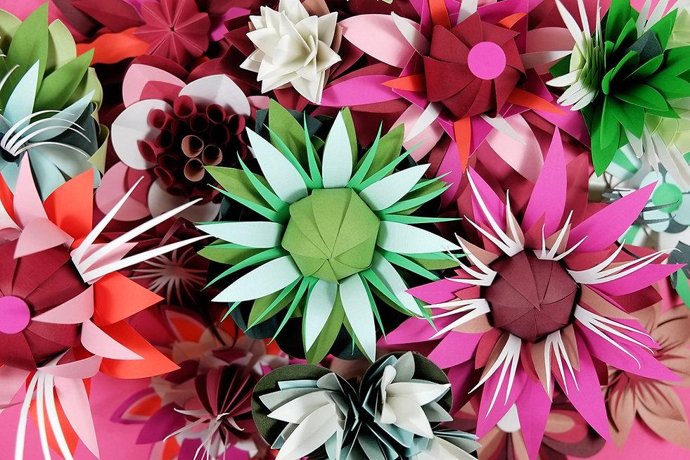 Diese 42 Blumen wurden fürdie Valentinsgutscheine und die Geschenkboxen von Zalando gefertigt. Paperart, Papercut, Papierkunst, papierillustration, Illustration, Marthavon Maydell, Berlin, MVMpapercuts