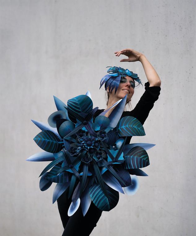 Blaue Ballerina 2019 erschaffen aus Papier - Paperart von Martha von Maydell