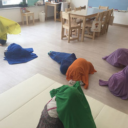 Hide and seek, Super Simple Learning _ Milk English  숨바꼭질 놀이는 어떤 아이들이라도몇 시간이고 놀 수 있는 놀이인것 같습니다