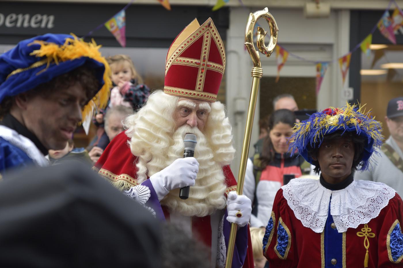 Sinterklaas neemt het woord