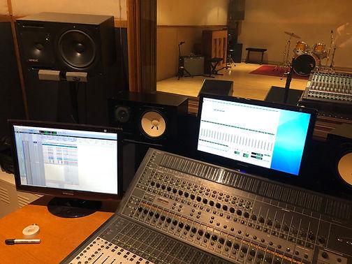 Cabine Record Studio 440 / ProTools HD2 / Console Control 24 / Ecoutes NS10 Yamaha & Genelec