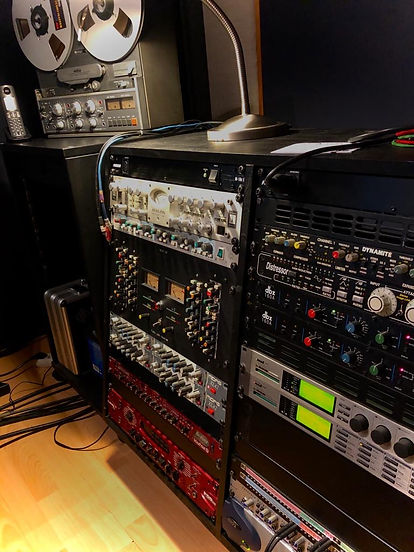 Rack de traitement Record / Studio 440 / Avalon / Neve / Amek / Midas / Distressor / TC M4000 / 192