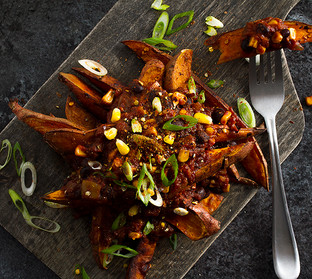 VEGAN SWEET POTATO CHILI FRIES