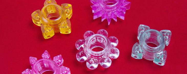 Image présentant des anneaux péniens fait de matériau transparent comme du TPE et du Jelly