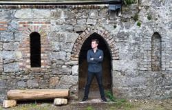 Shane Hennessy promo shot 'Doorway'