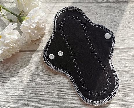 PU dnevni curvy, 20cm, black and white