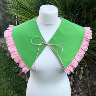 reverse frill collar.jpg