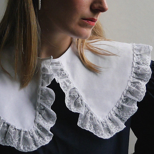 Gallon shaped lace trim collar | Very Limited