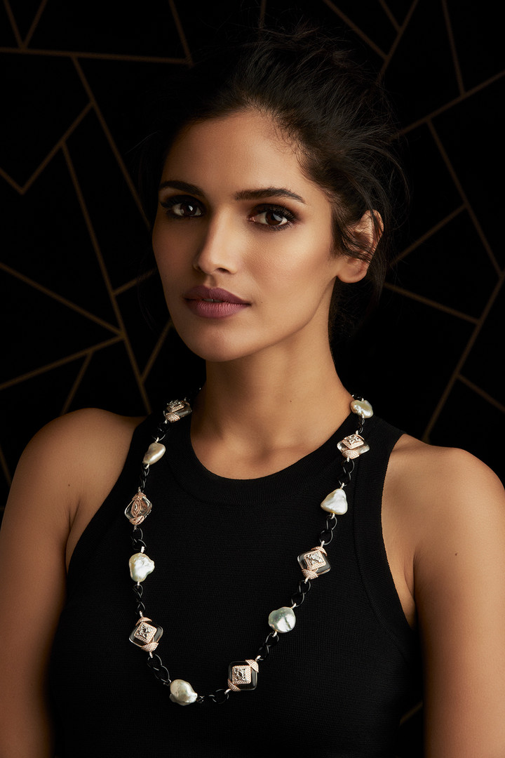 THE STYLE DIVA' S CHOICE - A LONG, ELEGANT NECKLACE SHIMMERING WITH BLACK ONYX, BAROQUE PEARLS, CRYSTALS AND DIAMONDS.