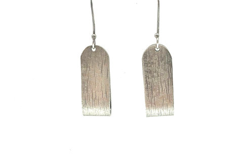 Ribbon earrings in sterling silver.