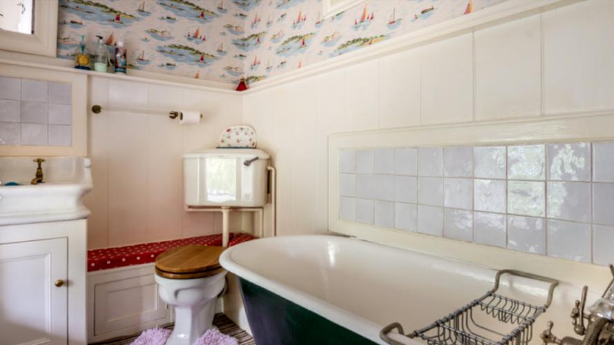 bathroom llys derwin.PNG