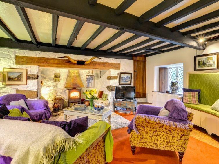 lounge llys derwin.jpg