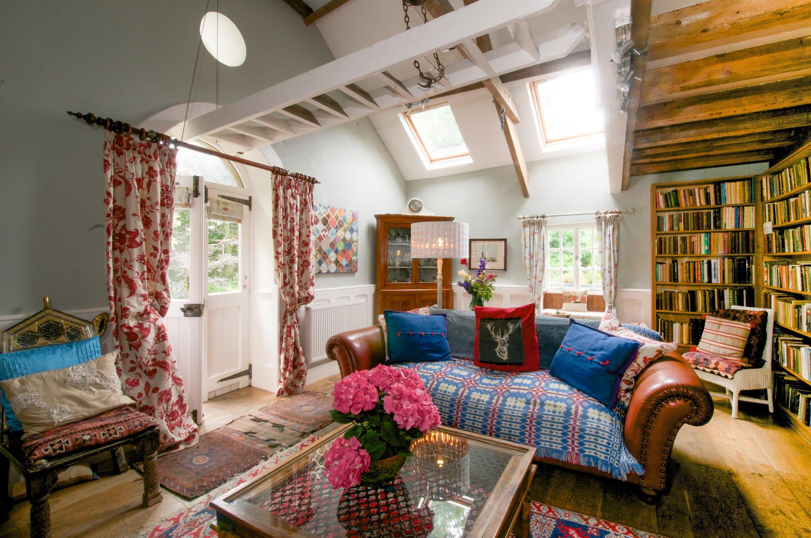 lounge in derwin
