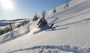 snowmobile-4902773_1280-1-e1596018801126
