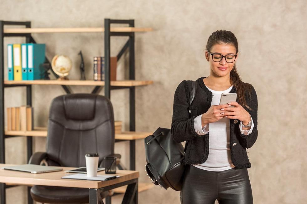 brunette-businesswoman-using-her-smartph