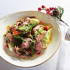 Стейк-салат с морковным майонезом и вялеными томатами