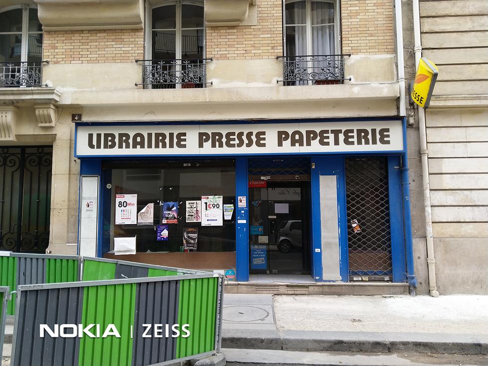 AVANT : une librairie laissée à l'abandon