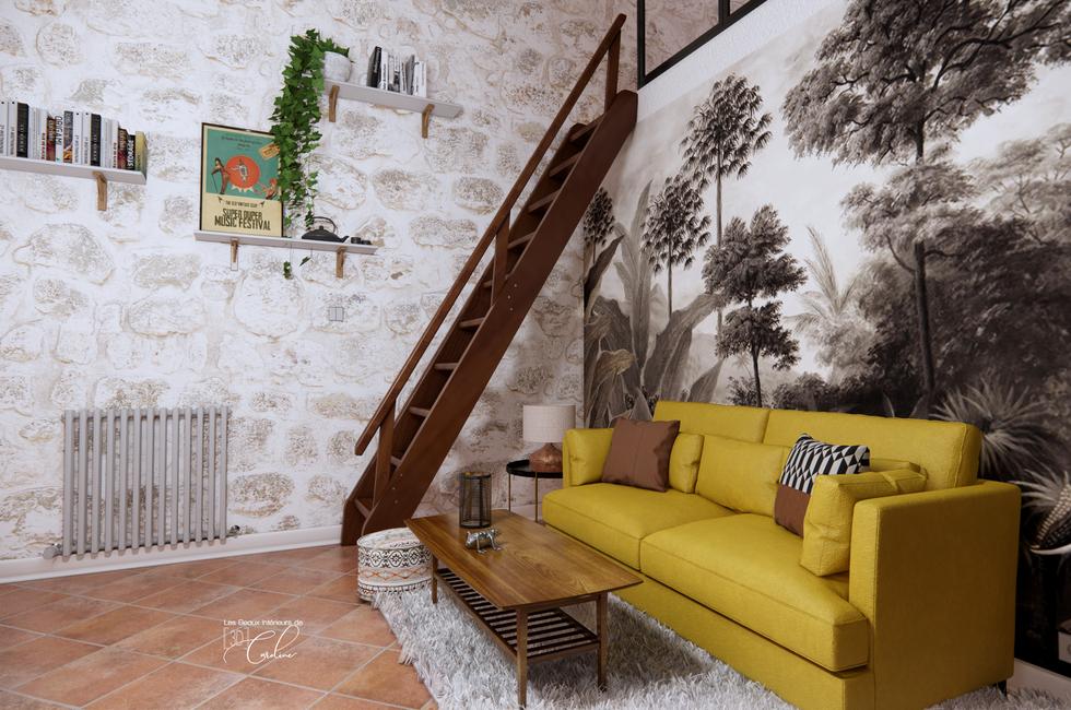 Le canapé et l'escalier montant vers la chambre en mezzanine