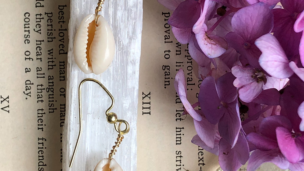 Simply Seashell • Earrings