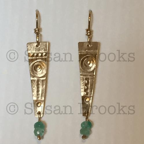 Earrings: gold, emeralds 600