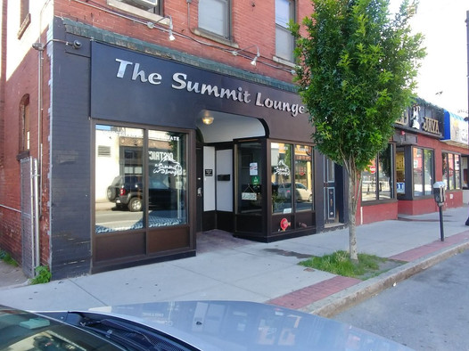 Summit Lounge