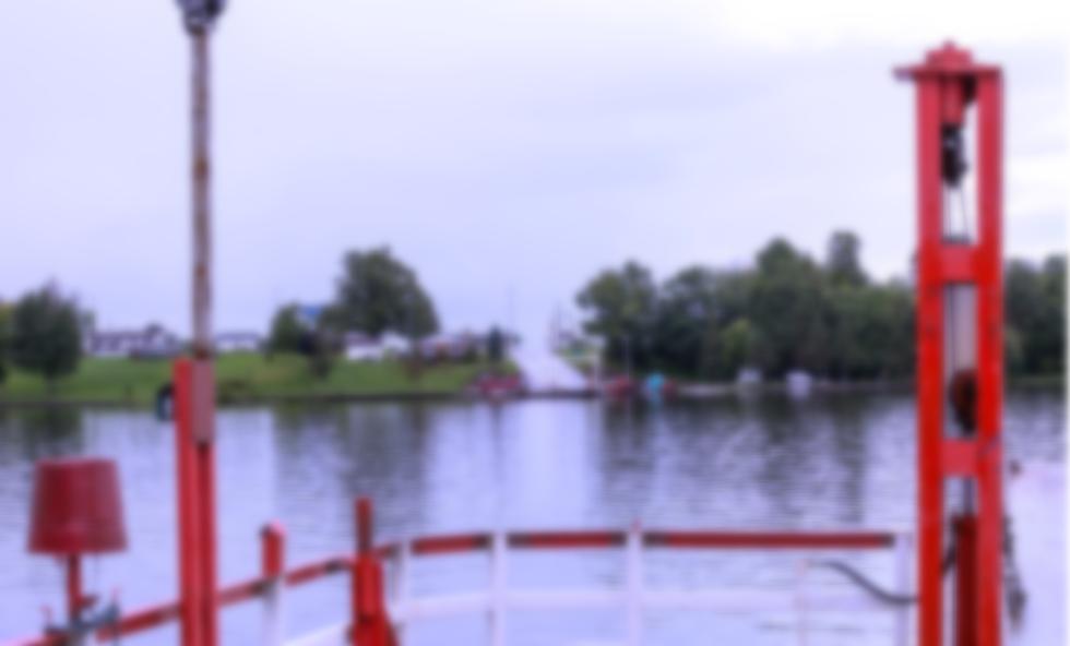 Sur le bateau blur.png