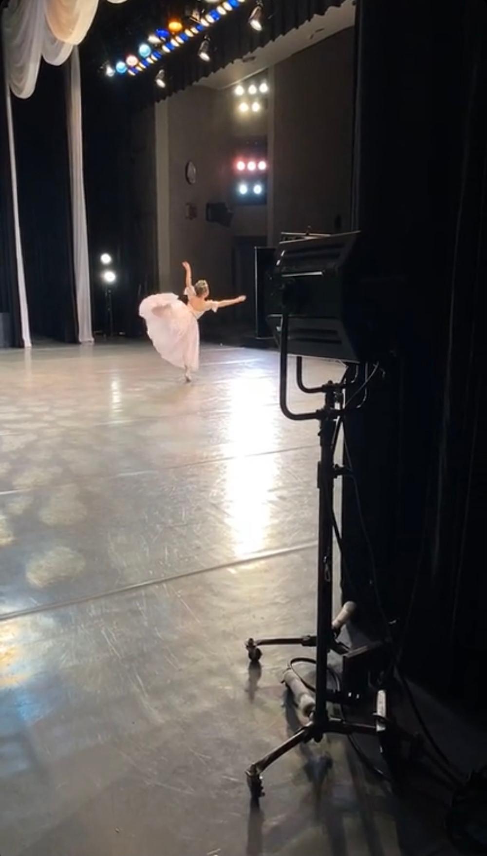 バレエ発表会でソロで踊る