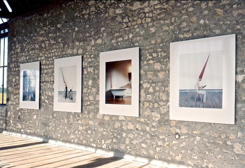 Energy Clothes, 2001, performance réalisée à l'Atelier Calder. Crédit photo : Guillaume Blanc, Atelier Calder, Saché, 2001