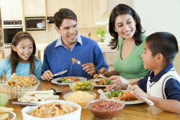 ¿Sabías que…cenar en familia es bueno para la salud?