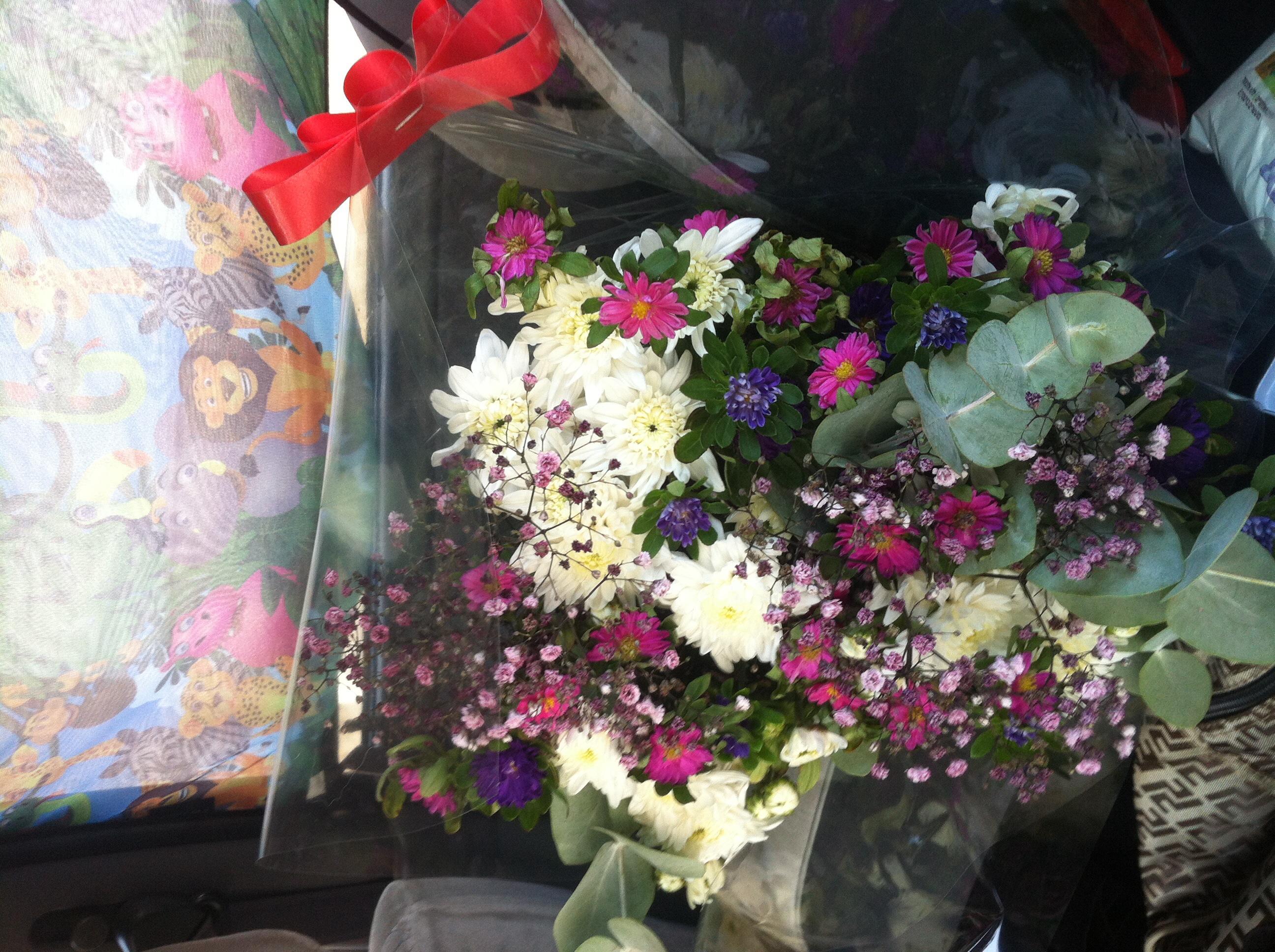 קיבלנו פרחים:)