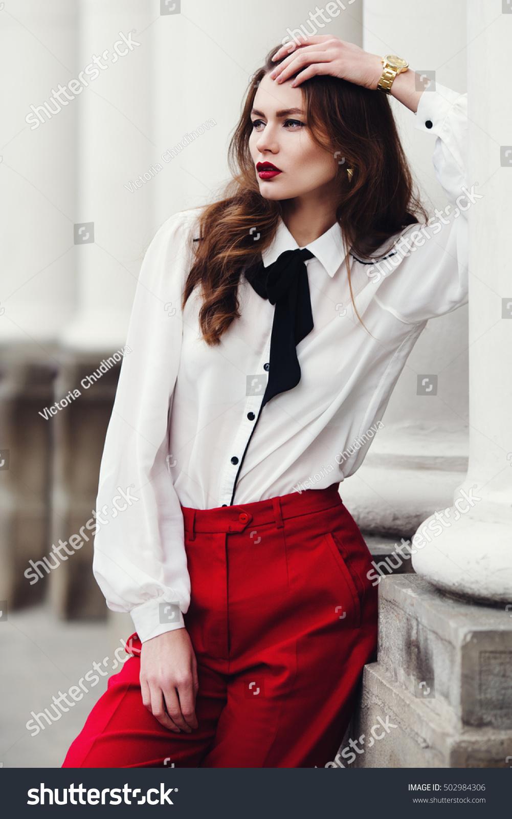 מכנס מחוייט עם חולצה מכופתרת