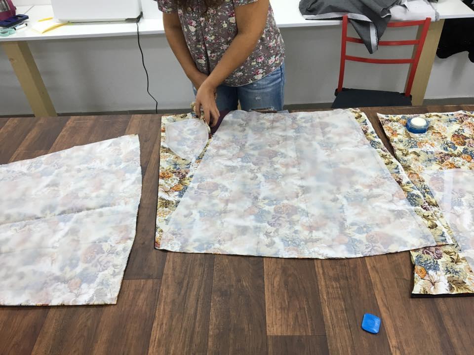 גזירת חצאית מקורס תדמיתנות ותפירה
