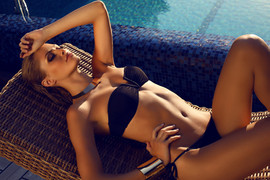 Model im Bikini