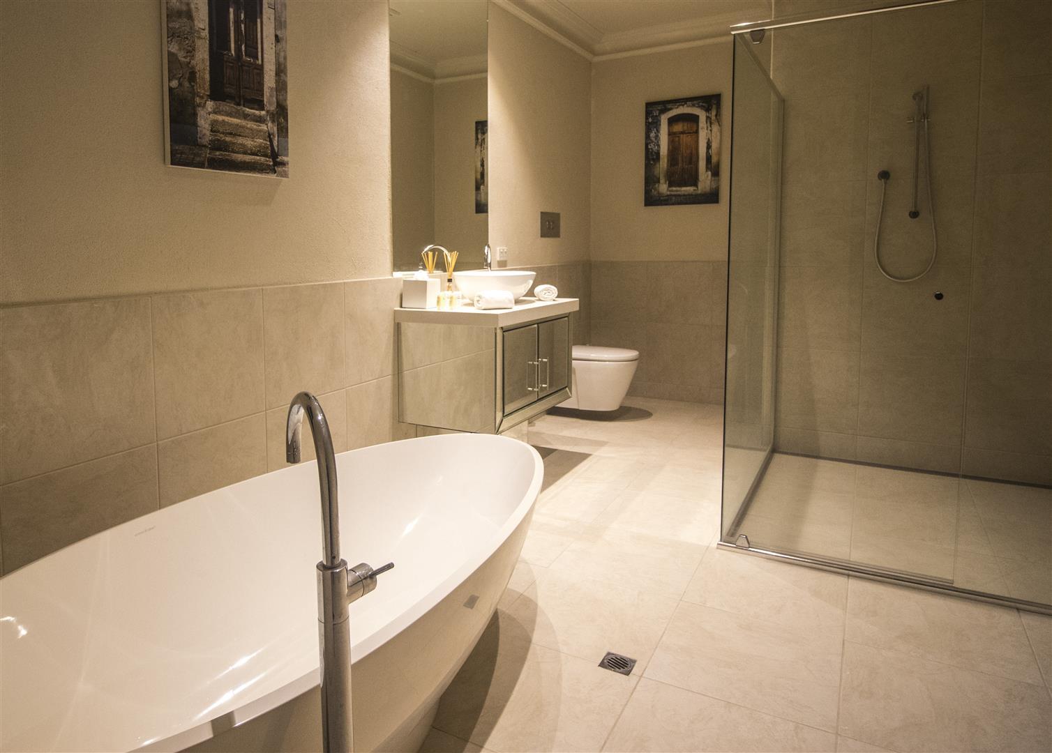 1 bed bathroom