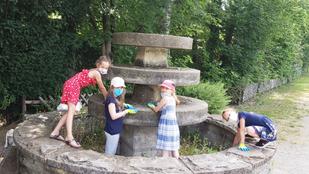 """""""Brunnenputz und Nebenweg zum Fahrradständer der GGS"""" mit OGS-Kindern am 11. Juni 2021"""