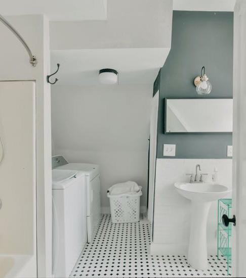 2nd Floor Full Bath & Laundry
