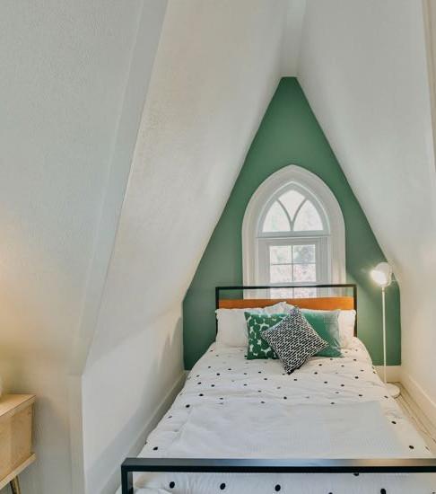 Green Bedroom Full Bed