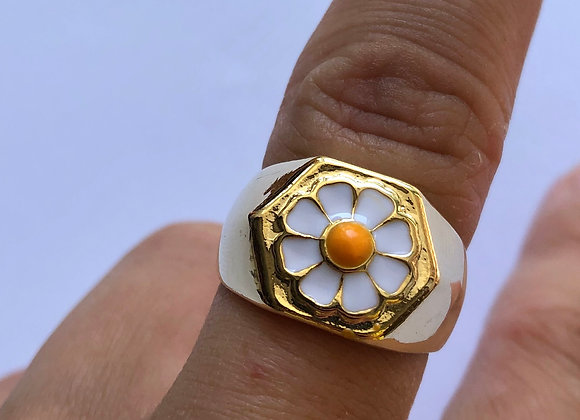 The Daisy Chain Ring
