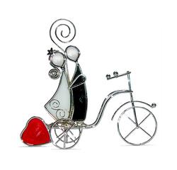 BO103_Novios_vitral_en_bicicleta_con_corazón