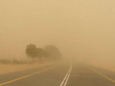 وزارة البيئة  تحذر المواطنين بعدم الخروج من منازلهم بسبب ارتفاع تراكيز الأغبرة