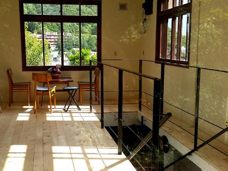 札幌軟石だらけのカフェ スロープ