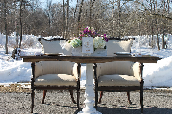 Sweetheart Pedestal Table