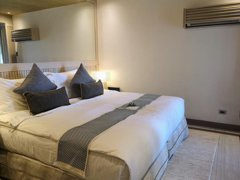 Enchant Room Vivere Azure bed shot