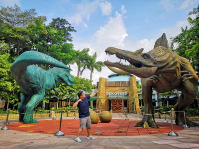 Daddy battling dinosaurs at Jurassic Park Universal Studios Singapore