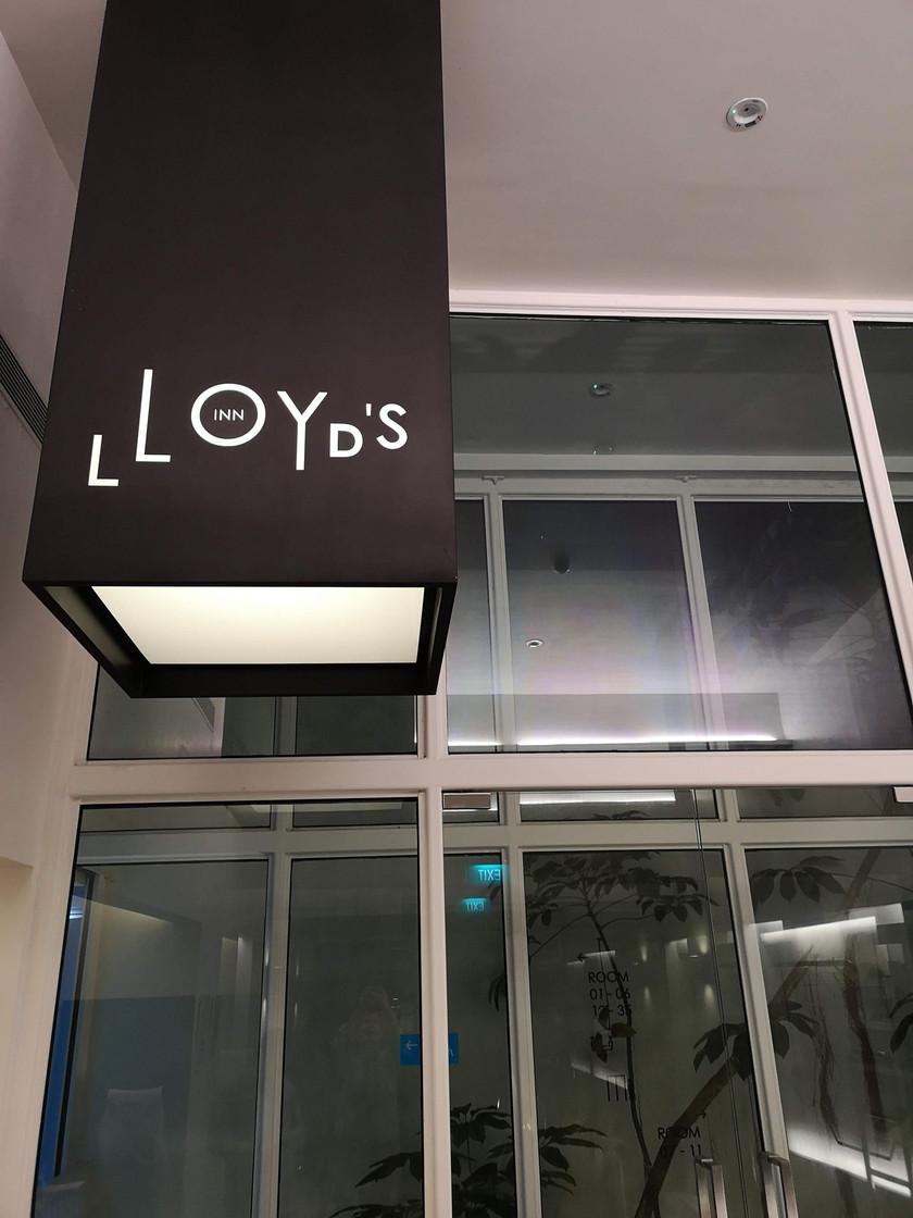 Lloyd's Inn Singapore entrance
